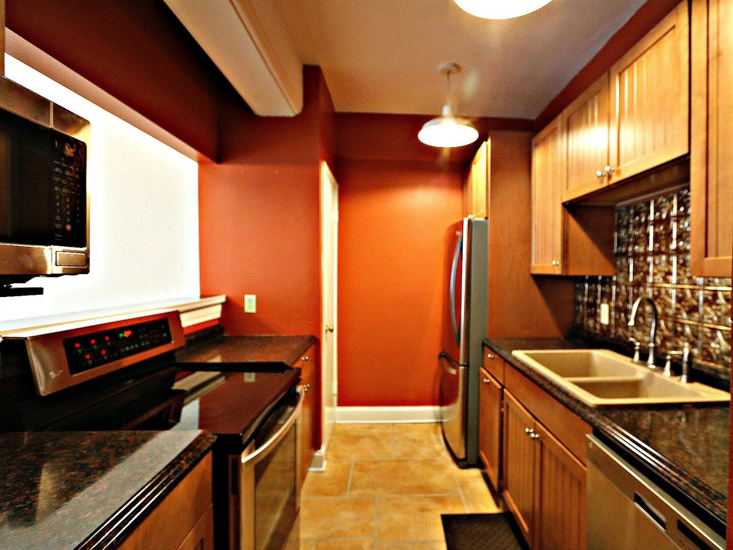 333JuliaSt.Condo214Kitchen2.jpg