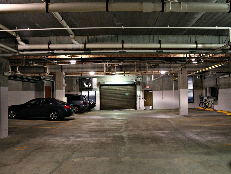 450JohnChurchillChase,garage.jpg