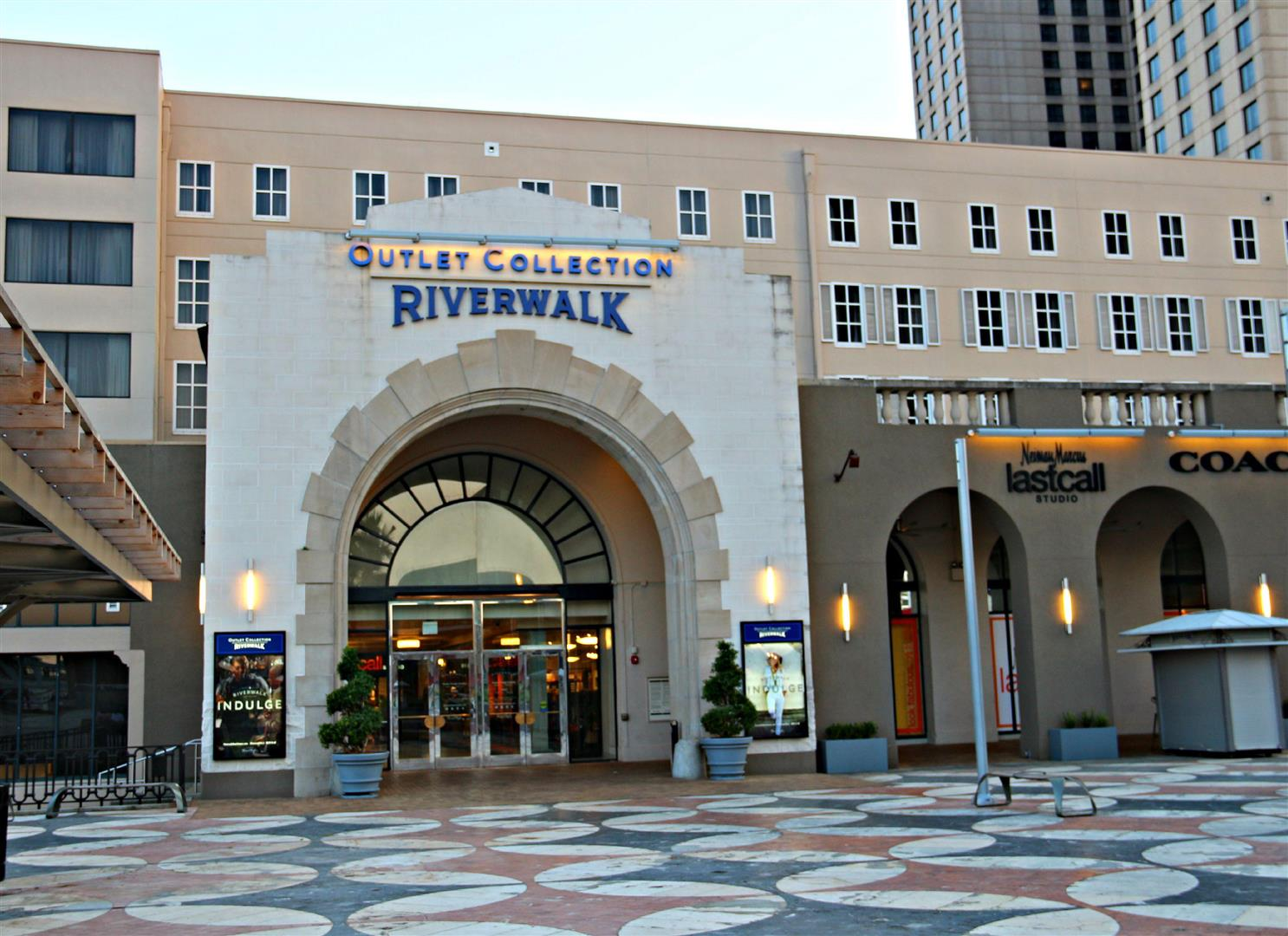 OutletCollectionRiverwalk,WarehouseDistrict.jpg