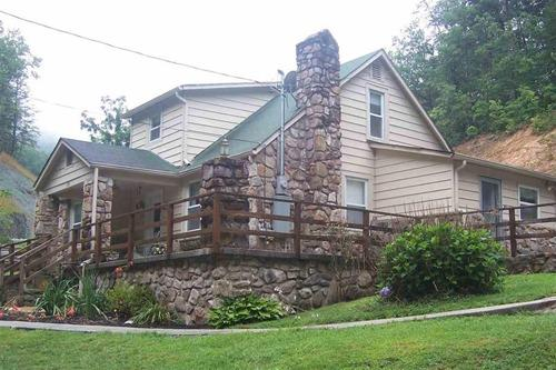 This cosy home with deck and stone fireplace is typical of residential property in Pigeon Forge, TN
